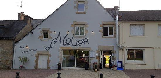 Baud, Frankrijk: Bar restaurant terrasse