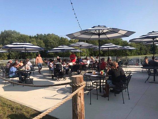 Schuylerville, NY: Waterside dining