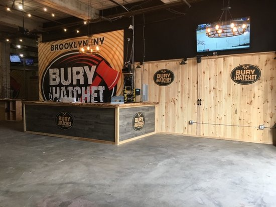 ‪Bury the Hatchet Brooklyn - Axe Throwing‬