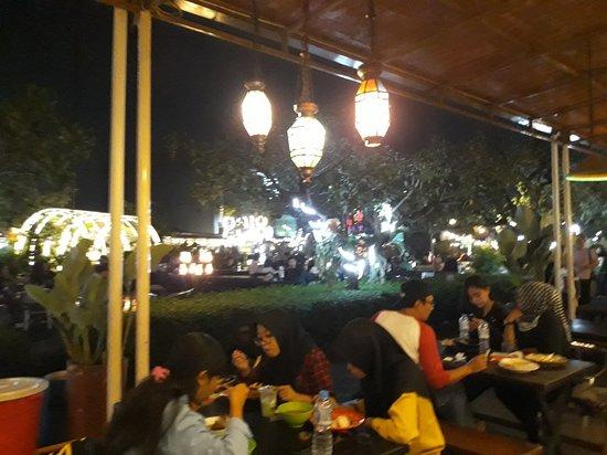 Gezellige food plaza