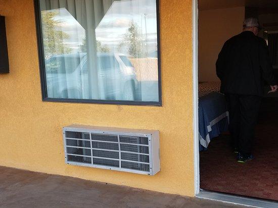 Russell, KS: Outside room
