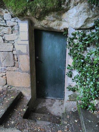 Payrignac, France: la porte de la grotte