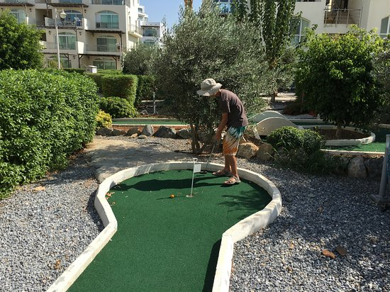 Ghaziveran, Cypr: Minigolf free of charge. Clubs and balls available at the reception.