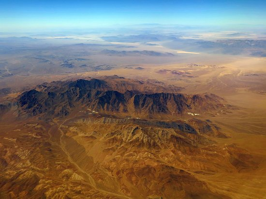 United Airlines: UA1647 LAS to SFO 737-800 Seat 3A - Flying Over the Desert