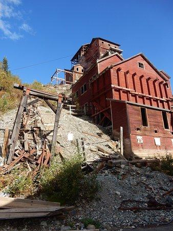 die gut erhaltene Ruine der Kennicott Mine