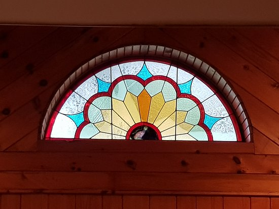 Norwich, Canada: Stained glass feature