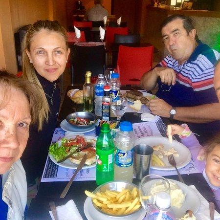 Piedra del Aguila, Argentina: Excelente lugar, muy bien atendiendo por su dueño Gabriel... comida fresa recién hecha! 100% rec
