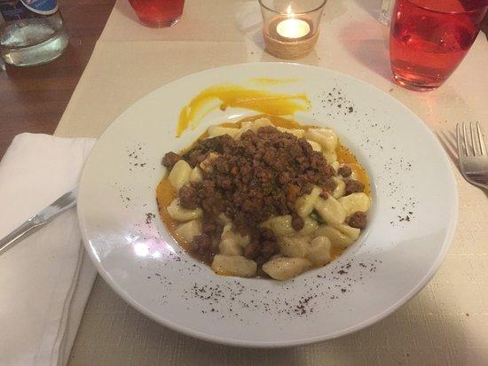 Gudo, سويسرا: Gnocchi al ragu' di cinghiale con crema di zucca