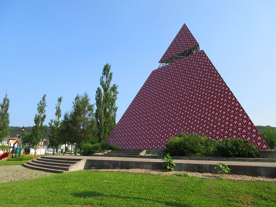 La Pyramide des Ha! Ha!