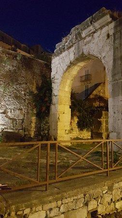 Terracina, Italien: Arco Quadrifonte