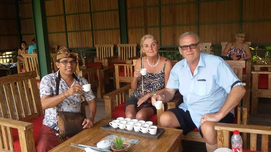 Petulu, Indonesien: Tea and Coffee tasting with Badra
