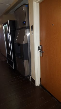 Comfort Inn & Suites Waterloo: Room 107 is just to the right of the ice maker
