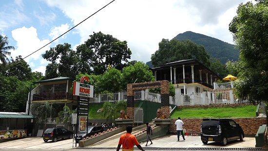 Gurulupotha, Sri Lanka: MOUNTS EDGE REGENCY