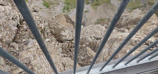Les Diablerets, Suisse: Casual view below the iron bridge