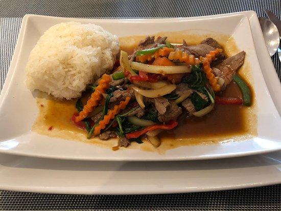 Sartrouville, Francia: Délicieux (mais quantité juste) Boeuf sauté au basilic et riz gluant...!