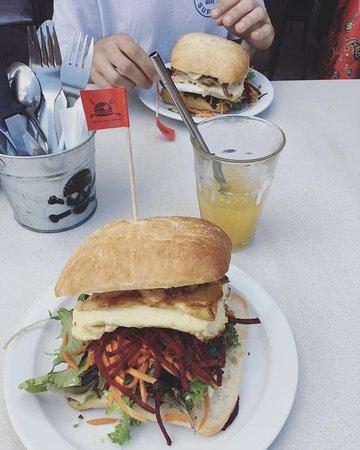 Nelly Bay, Αυστραλία: Haloumi Burgers