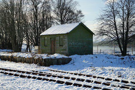 Kinloch Rannoch, UK: Old railway hut backing onto the moor