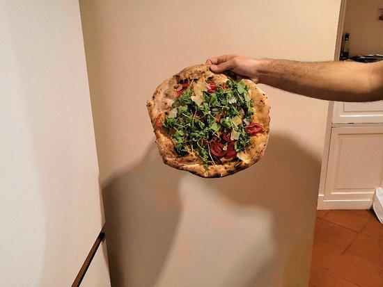 220 Grammi: Pizza a domicilio arrivata dopo 3 ore dall'ordinazione. Sbagliano pure l'ordine e al posto della