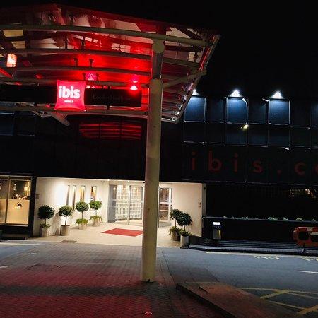 ibis London Heathrow Airport Hotel Photo