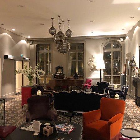 Salon de reception, classique, moderne et chic - Picture of Best ...