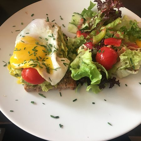 Korniges Fruhstuck Avocado Brot Bild Von Cafe Jasmin