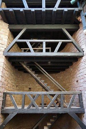 Chateau du Haut Koenigsbourg: Escalier des remparts