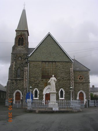 Rev. Thomas Charles statue in front of Capel Tegid (Bala)