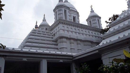 ปูรี, อินเดีย: At the entrance of the samadhi mandir - photography prohited beyond this point