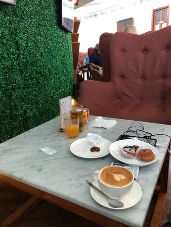 T/G Lounge: Great coffee and food selection
