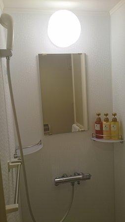 部屋のシャワーブース