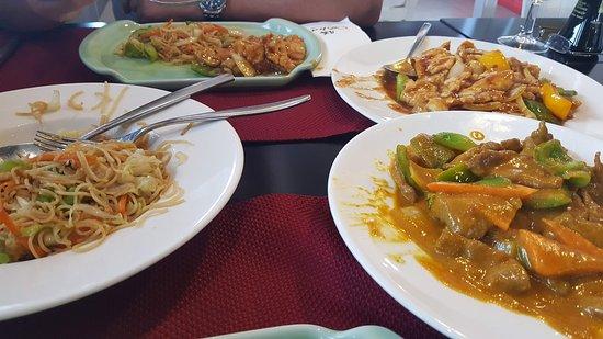 Las Chafiras, Spanien: Pollo con jengibre y puerro. Ternera con curry. Tallarines.