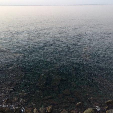 La mer de Ligurie à vos pieds ! Très bel endroit ! Un bout du monde...