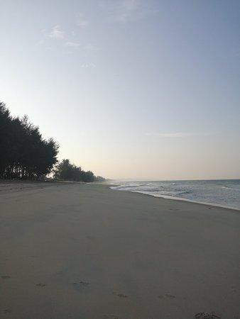 Penunjuk Beach: IMG_20180812_181542_BURST002_large.jpg