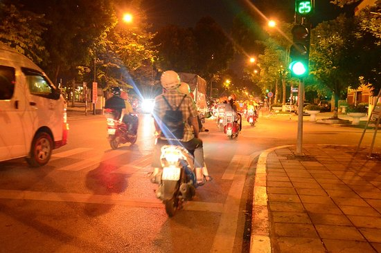Scooter Tours in Hanoi half day/Hanoi Moped Tours half day