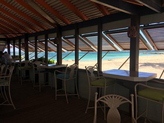 Newcastle, île de Nevis : View out of Sea Breeze Bar