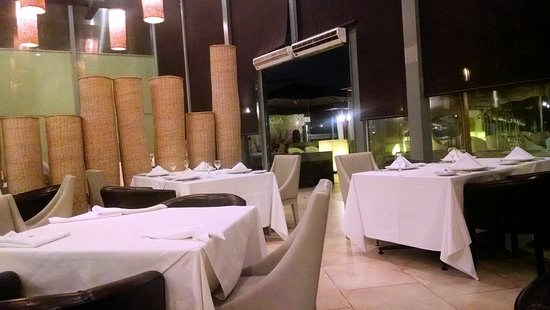 D'Tinto & Bife: El salon principal es confortable