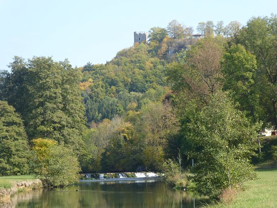 Wiesenttal, Germany: Wiesent met Burg Neideck