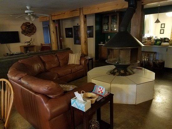 Foresthill, Калифорния: Common area fireplace