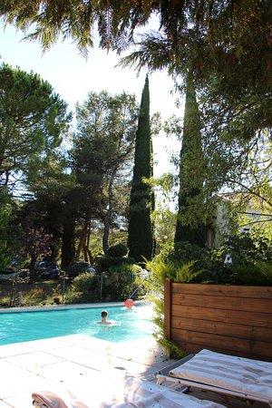 Mimet, Frankreich: Piscine vue du solarium
