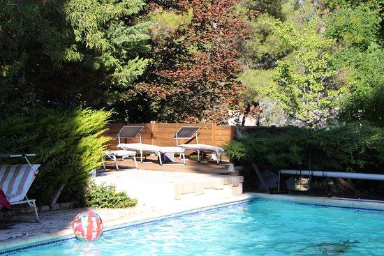 Mimet, Frankreich: Solarium de la piscine