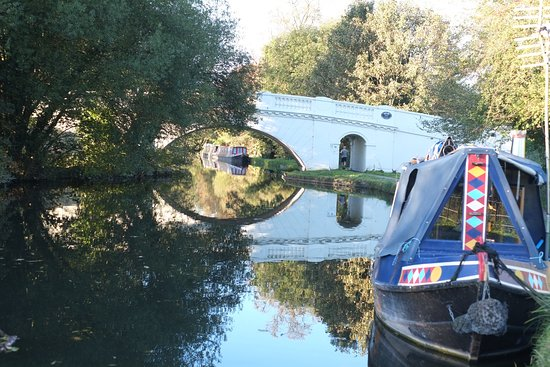 Chandler's Cross, UK: Bridge over canal at the Grove
