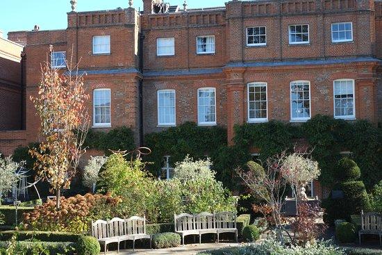 Chandler's Cross, UK: Gardens behind original house