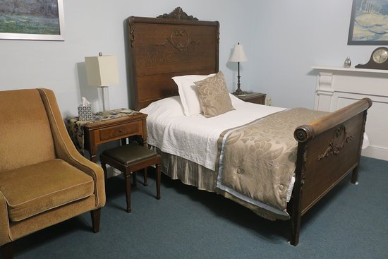 Lansing, NY: Room 9 (one of the two beds)