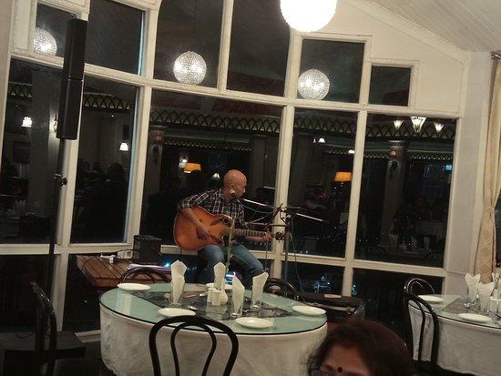 Glenary's: Live Music