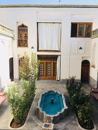 Isfahan Province, Irã: Beautifully renovated inner courtyard