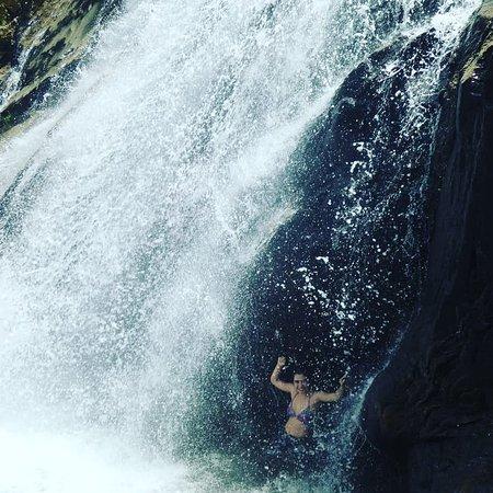 Santiago, Colombia: Es una caida de agua de 300 metros cerca al Tunel de la Quiebra en el Nordeste Antioqueño