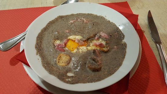 Terrats, Γαλλία: best mushroom bacon and egg soup i have ever had!