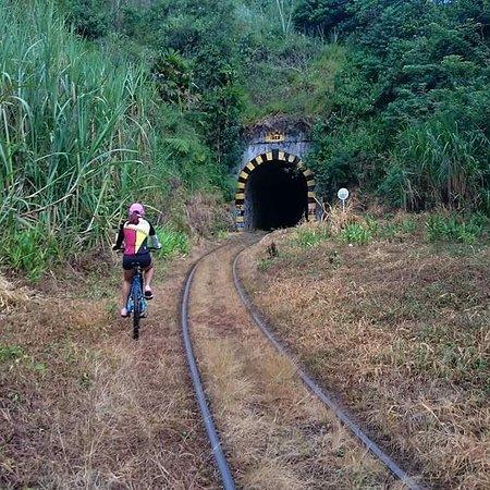 Santiago, Colombia: Tunel de la Quiebra segundo mas largo echo a pica y pala