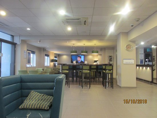 Interior - Holiday Inn Express Manchester Airport Photo