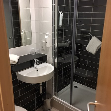 Holiday Inn Express Manchester Airport Photo